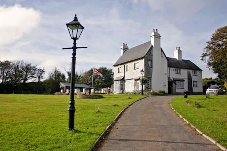 St Anne's House, Sea Views, 7 Bedrooms - Sleeps 30