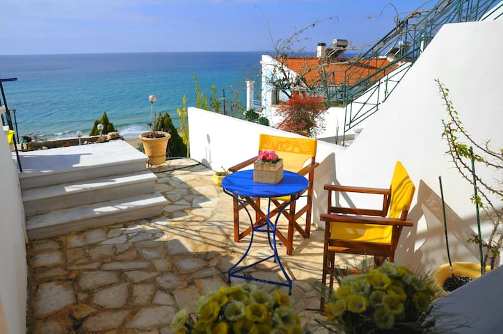 Beach house with amazing view! - Paralia Loutsa - House