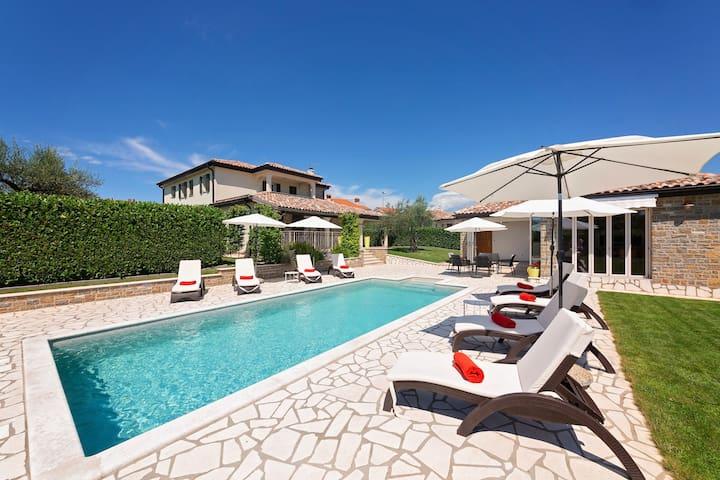 Geräumige Villa Inga mit Pool