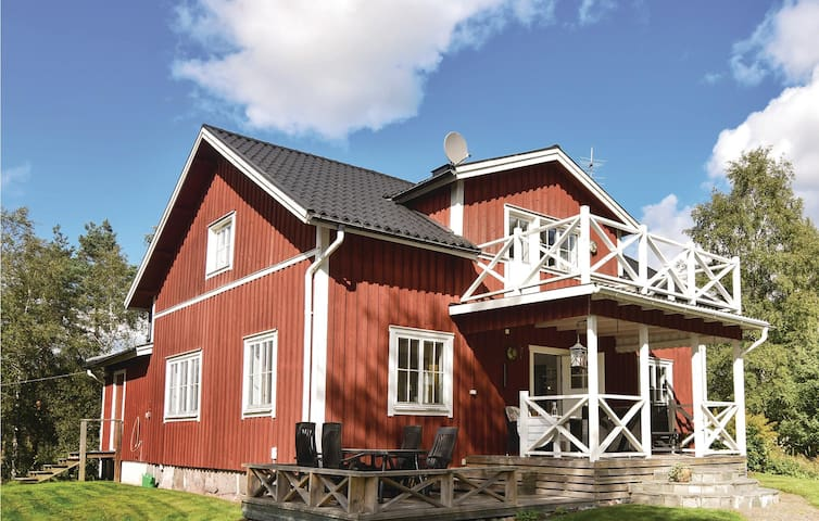 Holiday cottage with 4 bedrooms on 150m² in Årjäng