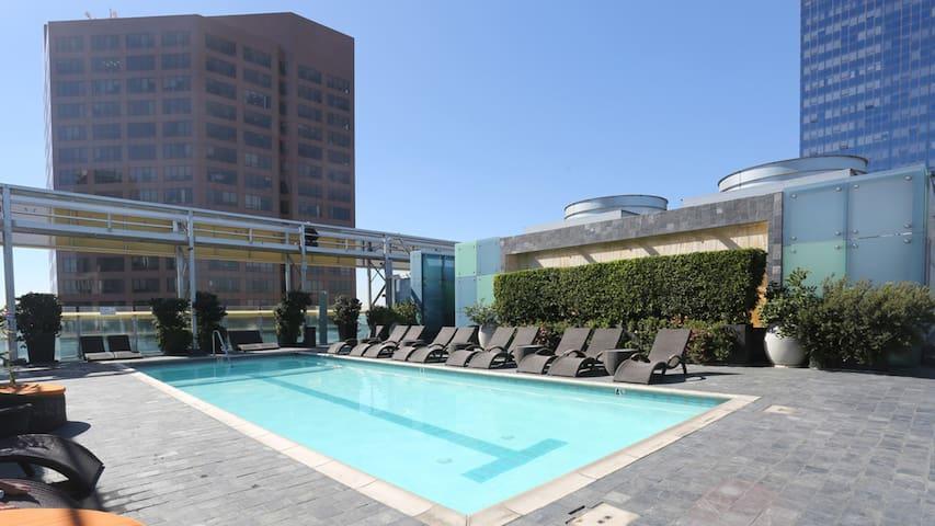 Downtown Luxury Condos Studio 4