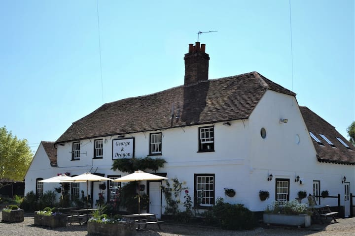 Charming George & Dragon Country House Hotel
