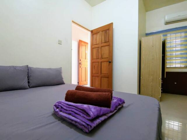 Second room with 1 queen bed