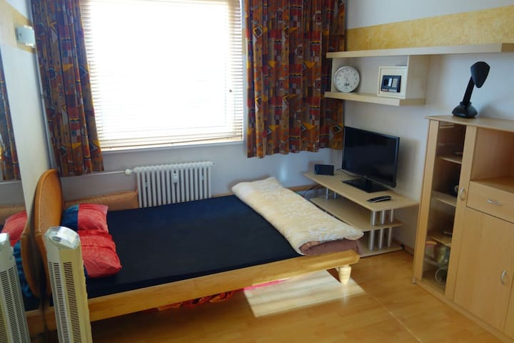 Nice room near trainstation 25min from Hamburg Hbf - Amburgo
