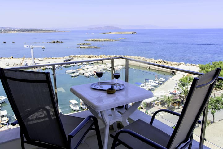 20 ( panoramic sea view  )  studio in the center - Chania - Apartemen