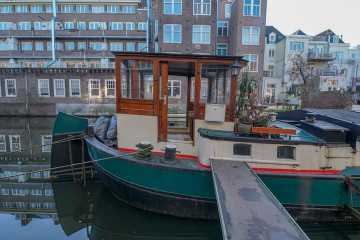 Central holiday houseboat