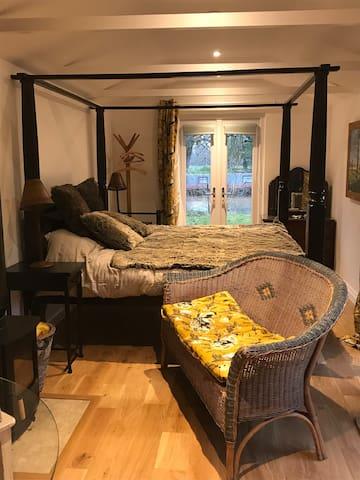 Cam Cottage (riverside home)