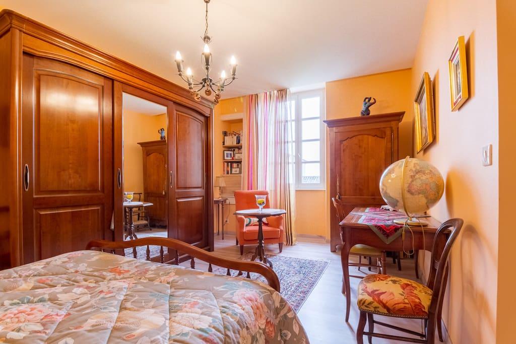 Chambre orange chambres d 39 h tes saint roch townhouses - Chambre d hote saint laurent d aigouze ...