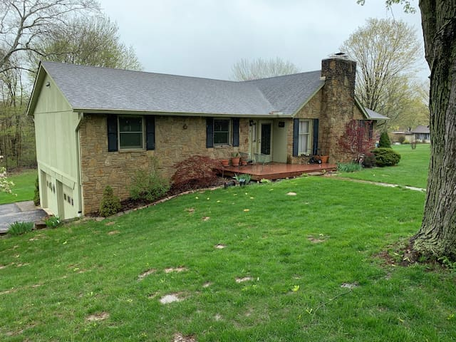 Comfortable country home 14 mins from IU.