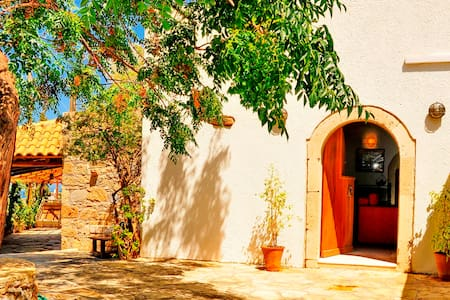 Traditional house in Koutouloufari, Crete - Limenas Chersonisou