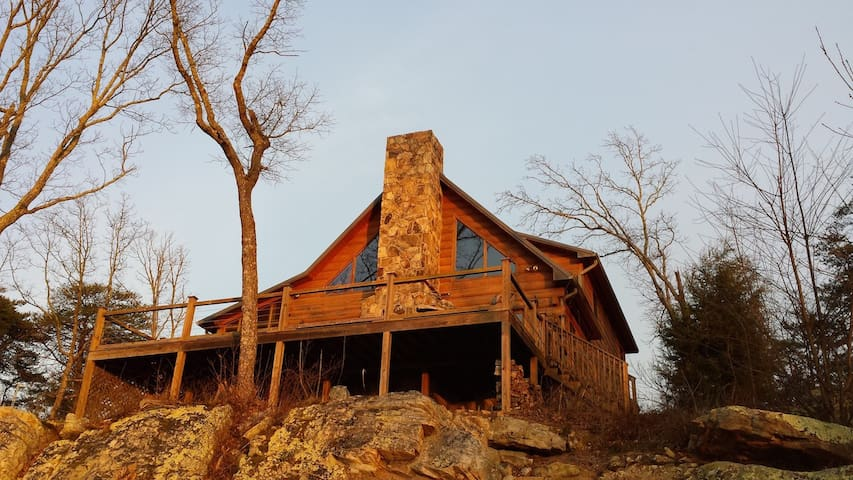 Hunters' Lodge Log Cabin on bluff 18 mile to Chatt - Rising Fawn - Cabaña