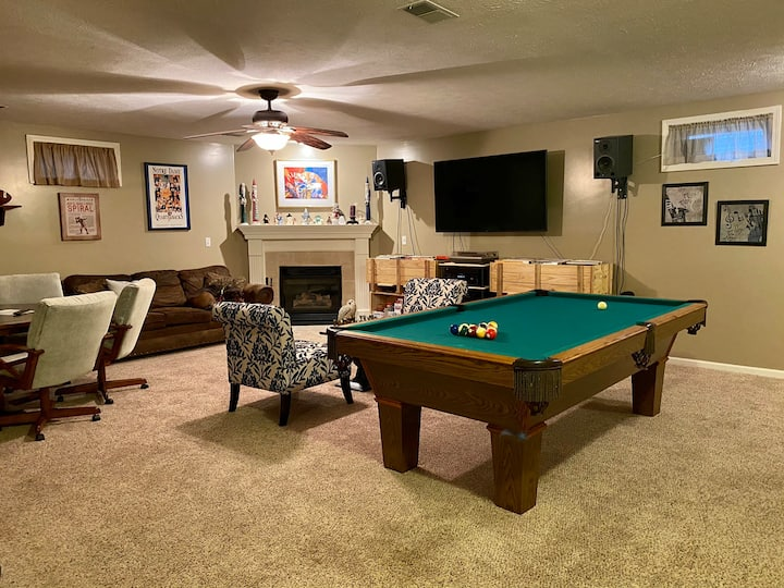 Sleeps 6 -Wooded retreat, less than 3 mi to ND