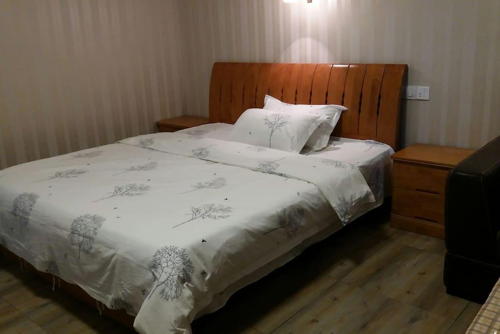 1.8米的实木大床