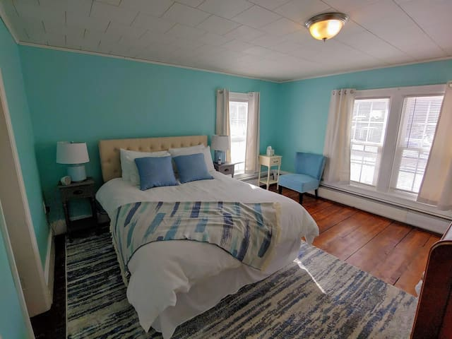 Adk B&B, 2 beds, 1/2 Mile to Rev Rail