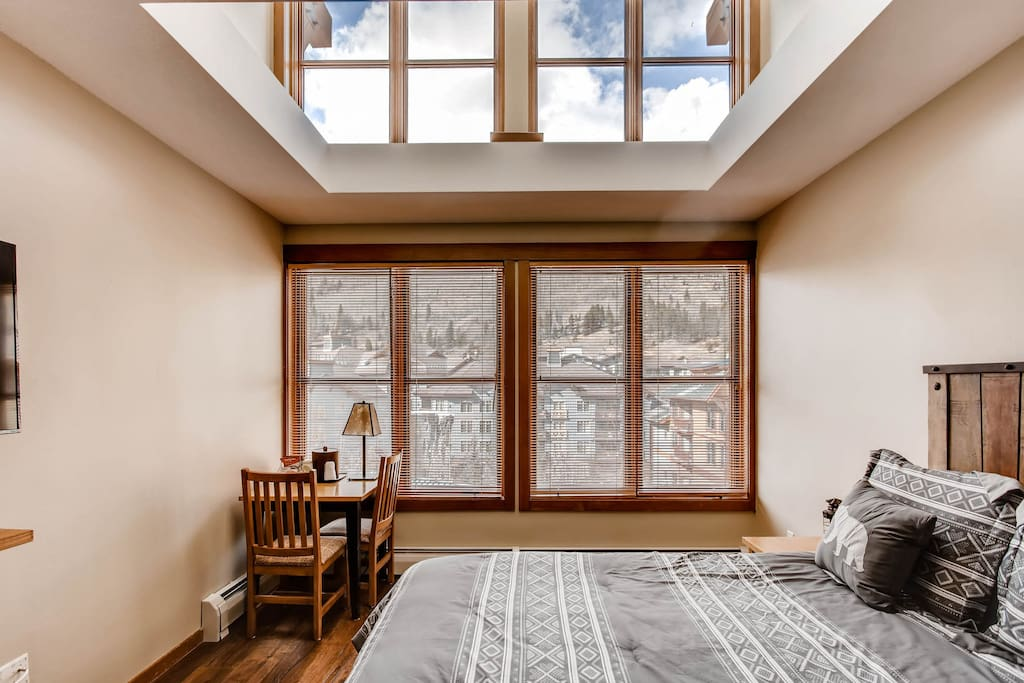 Queen bed and vaulted ceilings/windows