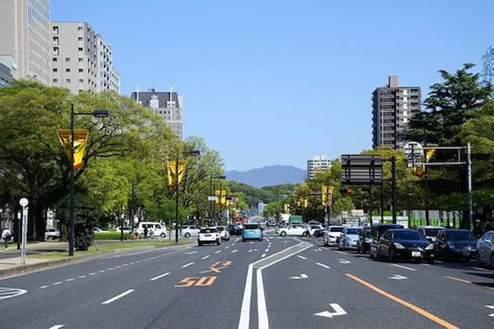 平和大通り沿い。平和公園徒歩圏内。