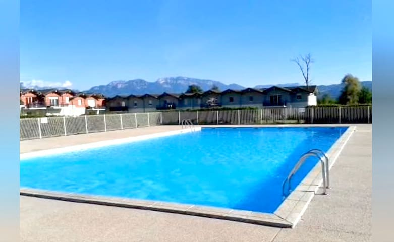 Charmant appartement avec piscine proche frontière