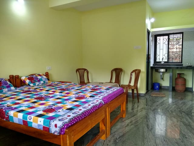 Studio room in Anjuna, near Baga and Vagator.