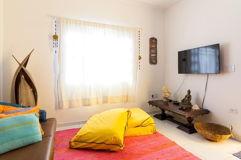 Sala de estar com TV