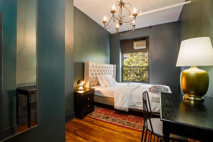 Private Room Chelsea 5C
