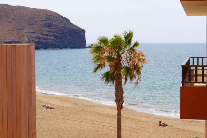 (4) Big apartment just next to Gran Tarajal beach