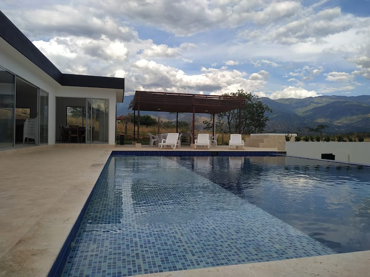 Modern summer house, 10 minutes from Santa Fe de A