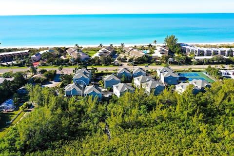 Beaches, Pool, Tiki Bar, Bikes and fun in the sun!