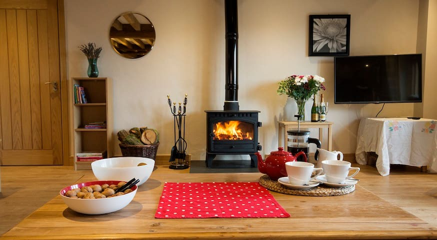 5* Escape to the Country. Sleeps 16.