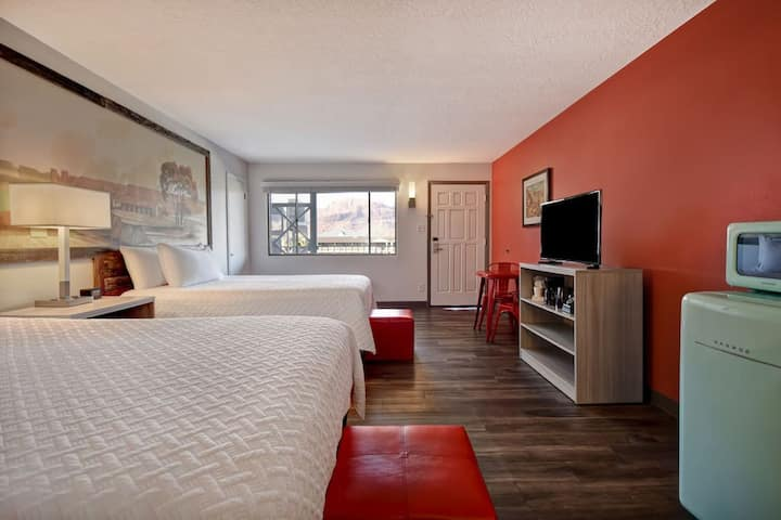 Exp Lodge Double Queen Room-Main St/Pet Friendly/Outdoor Heated Pool