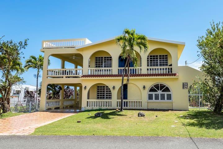 Villa Aurelia Upstairs 6 person (14 w/ both units)