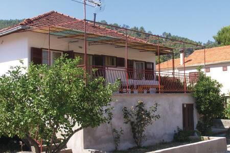 3 Bedrooms Home in Brna - Brna