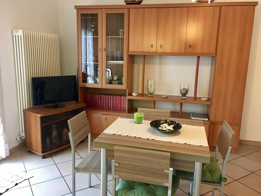 Sala con tavolo allungabile