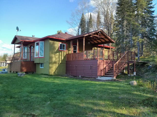 Green Chalet 8min from north side! - Lac-Supérieur - Hus