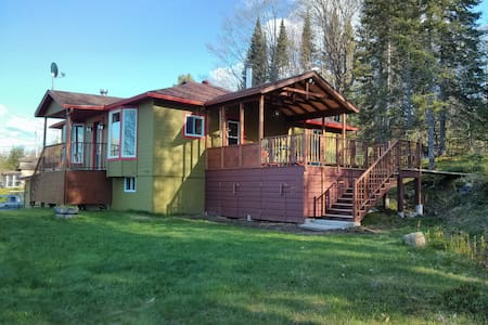 Green Chalet 8min from north side! - Lac-Supérieur - Huis