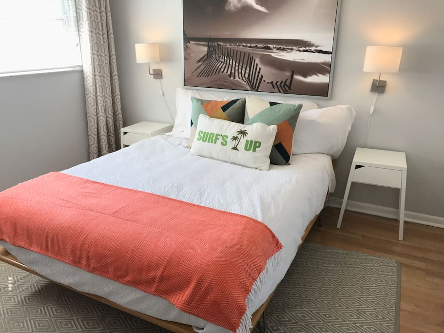 Queen bed with down comforter (hyper allergenic of course)