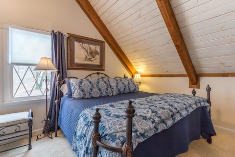 THE LOFT SUITE - Smith Lake Bed andBreakfast
