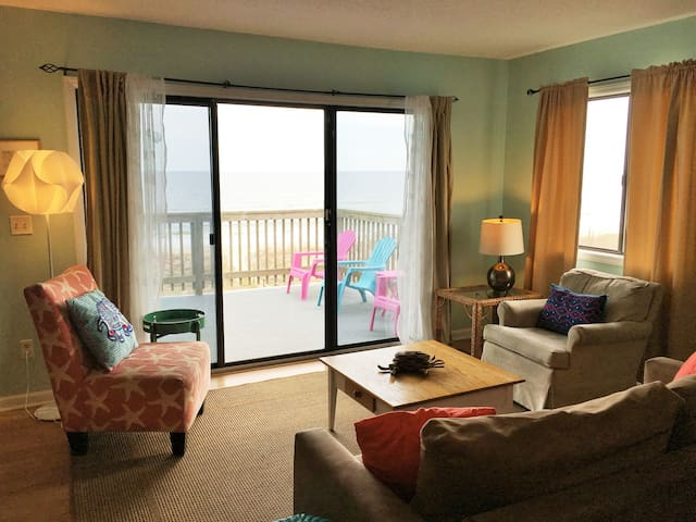 Oceanfront Condo w/ Balcony & Pool - Carolina Beach - Lägenhet