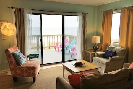 Oceanfront Condo w/ Balcony & Pool - Carolina Beach - Daire
