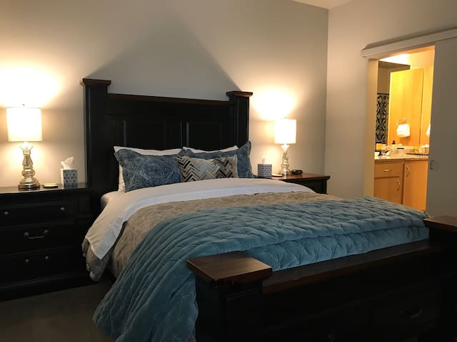 New High-end Executive Suite near Downtown