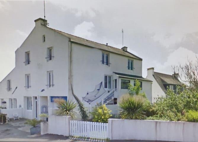 La petite résidence près de la mer das kleines Wohnhaus mit 4 Wohnungen nahe ans Meer