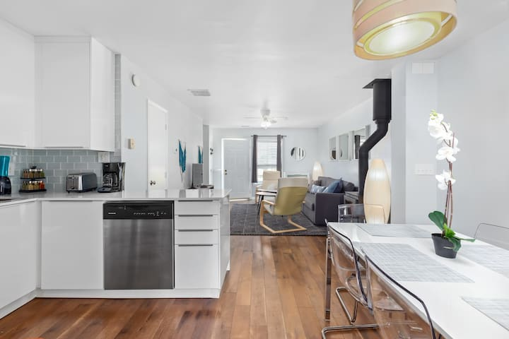 Private UNC Townhome with Parking & 2 Bedrooms