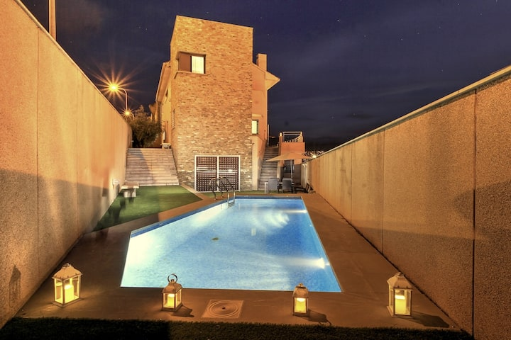 *NEW*VILLA-4BEDROOMS-PRIVATE POOL-PARKING INCLUDED