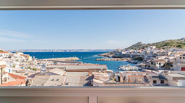 Villa avec bassin et vue mer dans les calanques