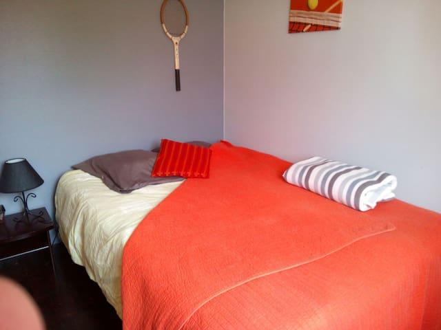 Simple chambre double proche Paris - L'Haÿ-les-Roses - House