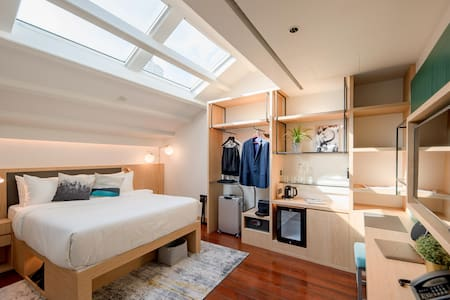 Double room near Chinatown with a Sky View