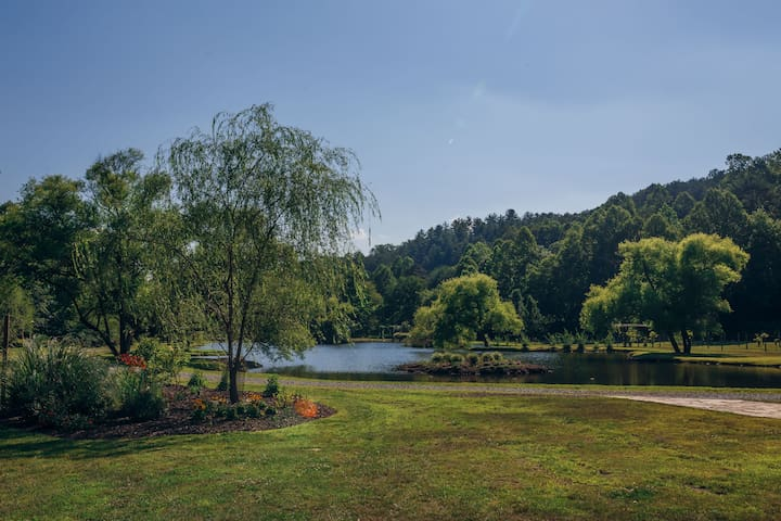 Willow Creek Falls & Vineyard onsite Suite