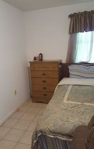 Quiet clean private space - Schenectady - Rumah