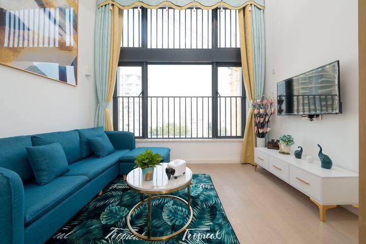 寓居小栈近情侣路拱北口岸豪华轻奢主题复式公寓