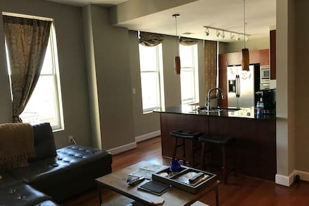 Downtown Condo - Excellent Location - Birmingham - Apartament