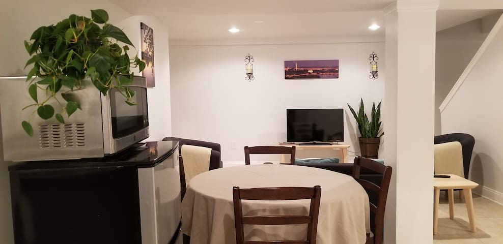 Clean, Private Apt 30 min to Downtown (sleeps 1-6)